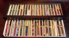 Collection of 39 fountain pens and a ballpoint pen, with the signatures of great writers of history.