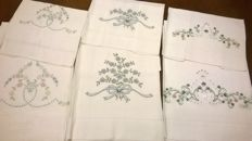 3 white linen towels with hand embroidered hand towels with a delicate floral pattern, Florentine craftsmanship - Florence