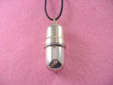 Necklace with 925 silver pendant. Evening lighter. NO RESERVE PRICE.