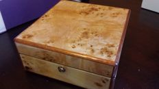 Walwood solid wooden box to store 6x wristwatches.