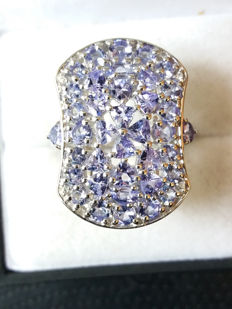 Huge Authentic 3.91cts AA Grade Tanzanite Coctail ring. One source.