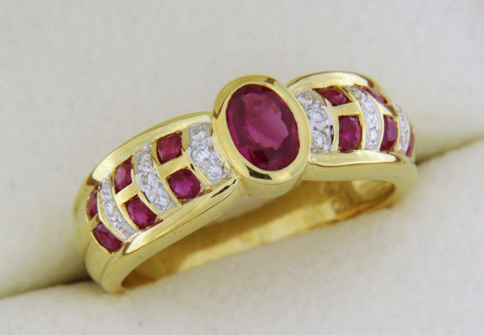 Cocktail ring in 18 kt gold, with Rubies and Diamonds - Finger size: 55 - Easy to resize + or - 'number 4'
