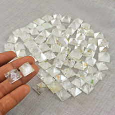 Fine Genuine 80pcs White Quartz Pyramid lot - 712 ct (80)