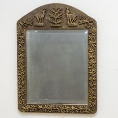 Facet cut mirror in gold-coloured list
