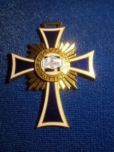 Cross of honour of the German mother of 1st class gold (2nd Form)