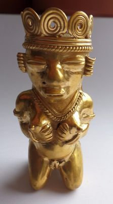 Kneeling pregnant princess, tumbaga gold artifact h. mm 70, grams 71.90