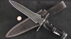 Handmade long (32.5 cm) Damask knives - cuts on both sides - handle from buffalo horn