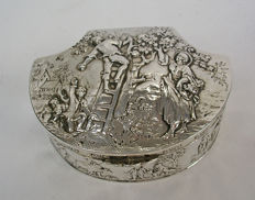 Sterling silver snuffbox, Berthold Muller, Hanau, 19th century, with later Chester import marks
