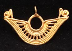 Tumbaga Gold,  artifact , Colombian,  Quimbaya Culture  ,  49 x 24 x 3 mm ,  2,5 grams ,   A pendant of an indian native quimbaya chief pectoral