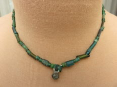 Roman Empire - Necklace with green iridescent glass beads - 39 cm + 1 cm.