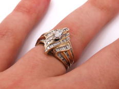 Certified gold diamond entourage ring with 0.72 ct – Ring size: 17.14 mm **No Reserve Price**