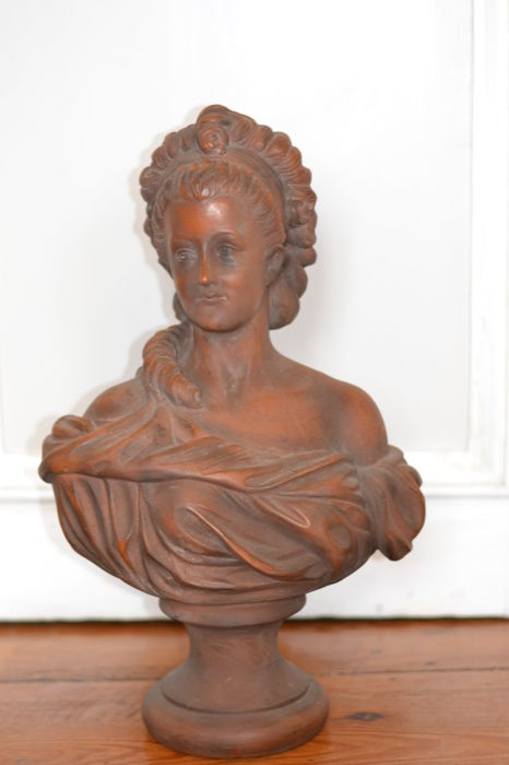 Large terracotta bust of a woman in ancient style, XXth century