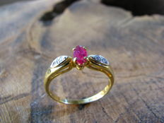 18 kt gold ring with ruby and diamonds – size 16.75 / 52.5, No reserve