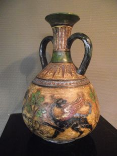 Antique Montopoli Arno pilgrim's vase with a dragons decoration