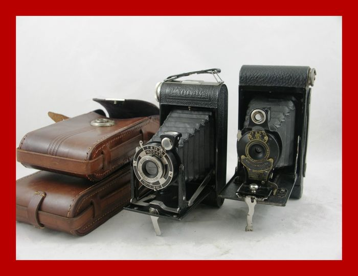 2 Kodak folding cameras, the No. 2 Folding Autographic Brownie camera from 1915-1926 and the Kodak Junior 620 from around 1935/36