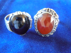 Lot with two silver Art Deco rings and a silver necklace with a pendant