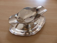 Sterling silver sauceboat by silversmiths Olier & Caron, Paris, 20th century