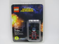 Super Heroes - ATOM minifigure - San Diego Comic-Con 2016 Exclusive
