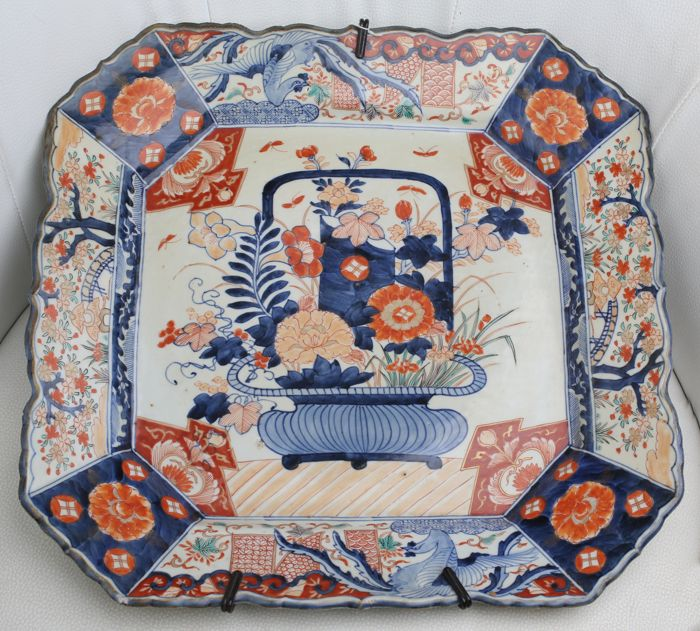 Large Imari square plate in porcelain with Kakiemon decoration - Japan - 19th century