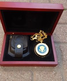 Presidential Pocket Watch with music - in wooden box with chain and pouch