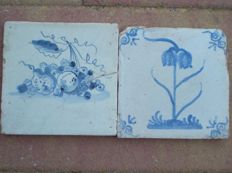 Lot with 2 antique tiles, fruit and flower type