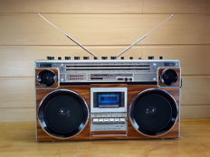 Goldstar TRS-580 stereo radio recorder with wood look finish!