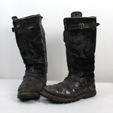 Pair of pilot´s boots of the Luftwaffe with electric heating system
