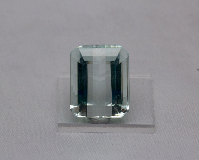 Aquamarine - Light Greenish/Bluish - 27,34 ct