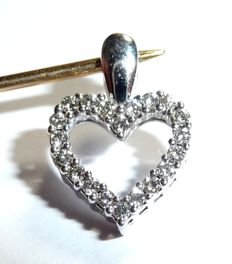 14kt / 585 white gold pendant in the shape of a heart, set all around with diamonds approx. 0.20ct. 3.5 x 1.7mm *no reserve price*