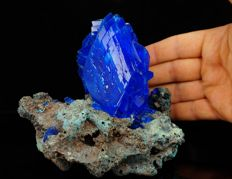 Large electric blue Chalcanthite crystal cluster - lab - 12,5 x 11,5 x 12,5 cm - 732 gm