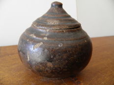 Ceramic ball vase with lid from the Tran Vietnam Dynasty height 90 mm