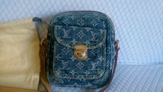 Louis Vuitton – Denim monogram cross-body bag