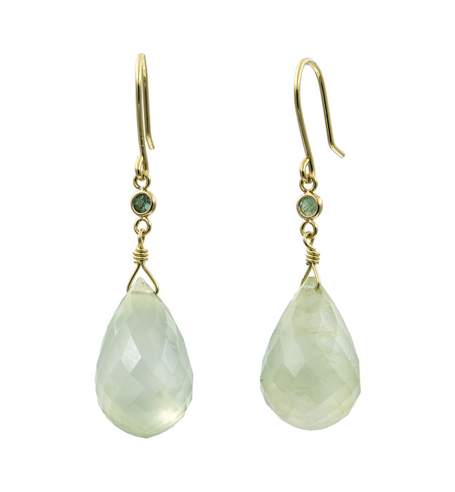 18 kt Yellow gold – Long earrings – Emeralds 0.10 ct – Lime quartz cut – Earring height 36.20 mm