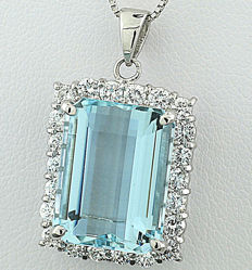 Exclusive aquamarine and brilliant pendant totalling 11.08 ct, 750 white gold