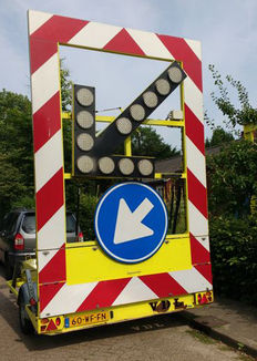 Illuminated very large (200 cm) arrow, led, manufactured by Verdegro, very large, the Netherlands, 2006.