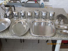 Lot of 17 items kitchen of stainless steel.