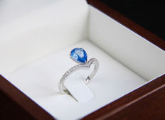IGI certified 2.10 ct. sapphire white gold ring with diamonds 0.1 ct