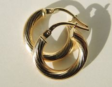 18kt gold twisted hoops – diameter 1,6 cm.