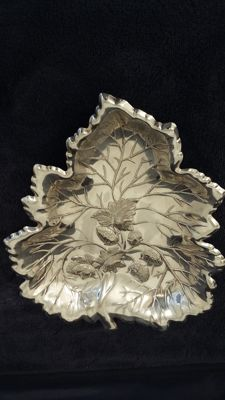 Falstaf tray oak leaf silver plated made in england.