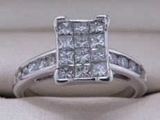 Gold diamond entourage ring - 0.90 ct with VS1-Si2 clarity - 16.41 millimetres - ** no reserve price **