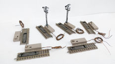 Fleischmann H0 - 6112 - Six electric disconnection rails, two with signal
