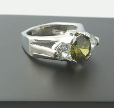Gold ring with 0.80 ct Diamond & 1.30ct Peridot - No Reserve price