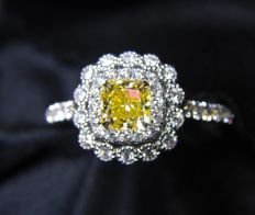 18 kt gold ring with Yellow and white Diamonds - Ring Size 17.5 mm