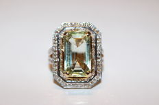 Custom designed 14k Ladies Aquamarine and diamonds ring in yellow gold - Ring size 7.5