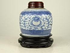 Porcelain ginger jar on wooden standard - China - 19th century