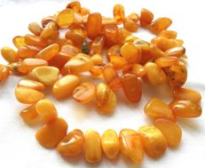 Antique egg yolk butterscotch amber necklace, 41g, no reserve price