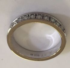 18 k white gold eternity ring with 9 brilliant, 0.27 ct, cut diamonds, signed: DESIREE