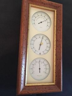 Weather station. Barometer - hygrometer - thermometer