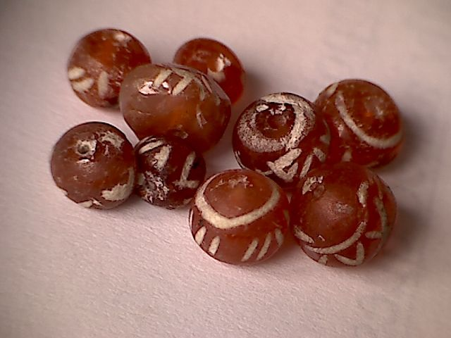 A lot of 9 small dyed carnelian beads -  4,2-6,1 mm