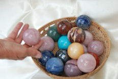 Large lot of mixed minerals spheres - diameter 4.5-5.5 cm - 4 kg
